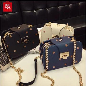 Shoulder bag with golden chain